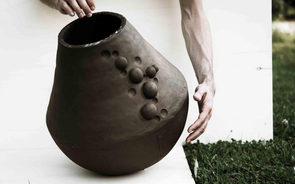 black ceramics vessel cell1